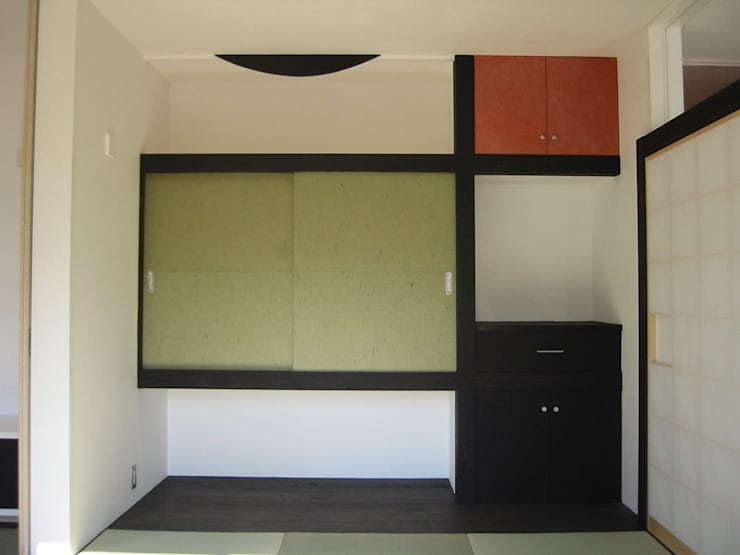 母の部屋収納部: 青戸信雄建築研究所が手掛けたです。
