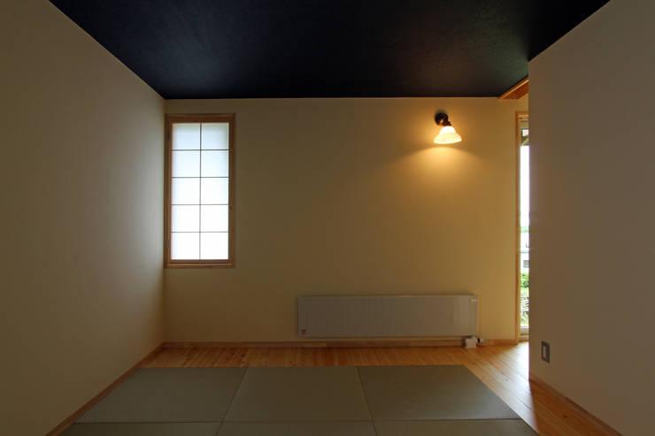 寝室: 一級建築士事務所 アトリエ カムイが手掛けた寝室です。