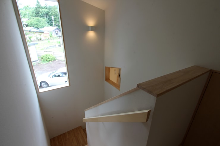 階段室: 一級建築士事務所 アトリエ カムイが手掛けた廊下 & 玄関です。