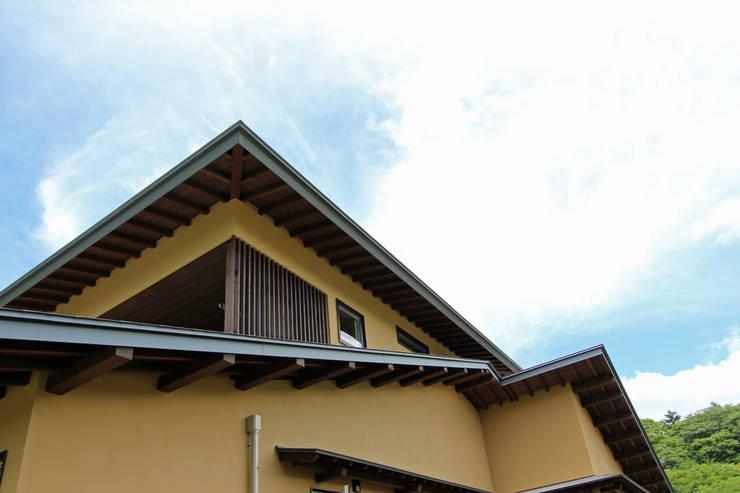 南東からの外観: 一級建築士事務所 アトリエ カムイが手掛けた家です。