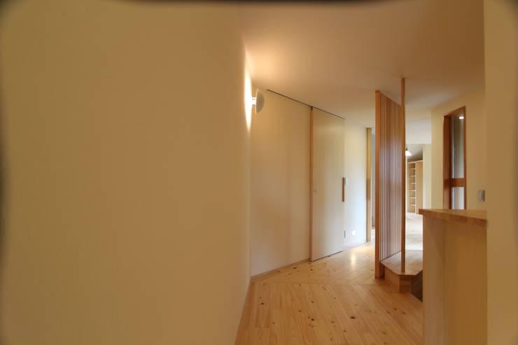 廊下: 一級建築士事務所 アトリエ カムイが手掛けた廊下 & 玄関です。