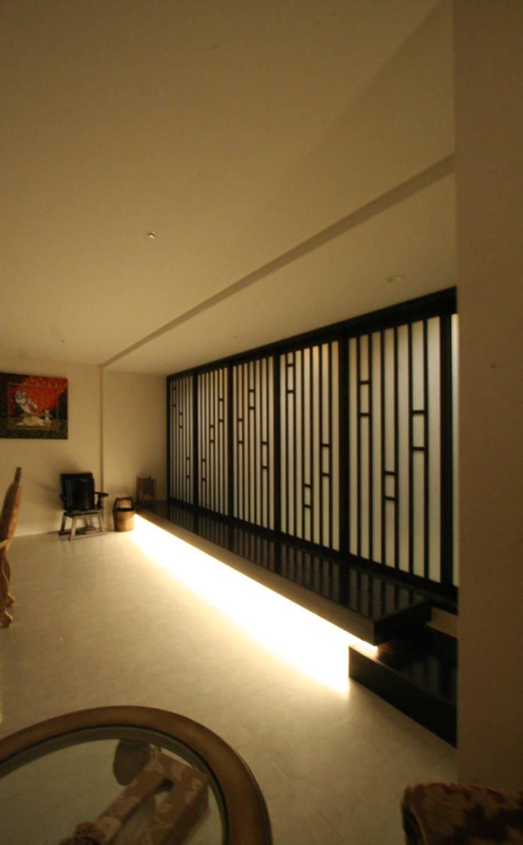 四ツ橋のレストハウス: 三浦喜世建築設計事務所が手掛けたです。