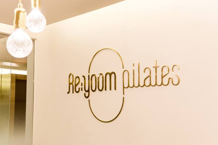 Re;yoom pilates (Dogok Branch): studio azellier의  다이닝 룸