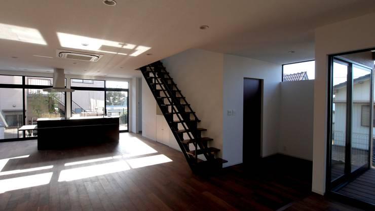 どのスペースにもお日さまを. モダンスタイルの お風呂 の 宮城雅子建築設計事務所 miyagi masako architect design office , kodomocafe モダン