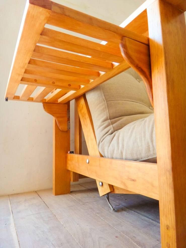 Sofá cama de 3 posiciones: Salas de estilo  por Natureflow®