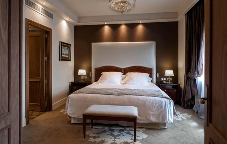Hotel Wellington:  de estilo  de DyD Interiorismo - Chelo Alcañíz