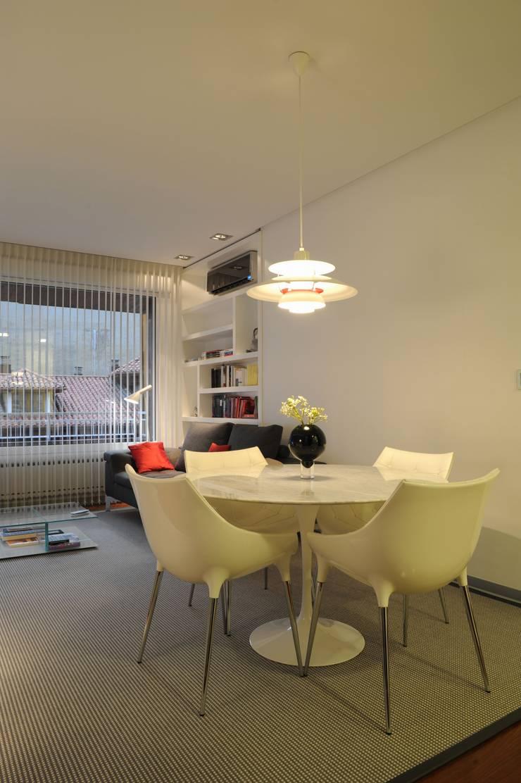 65sqm Appartment: Comedores de estilo moderno de MADG Architect