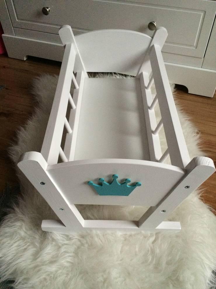 Drewniane kołyski dla lalek: styl , w kategorii Pokój dziecięcy zaprojektowany przez Little B. and Twins