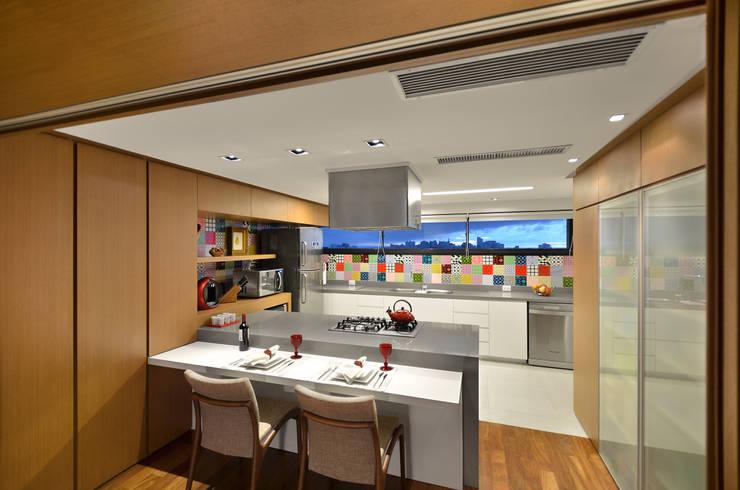 Floresta: Cozinhas  por Estela Andreazza arquitetura +interiores