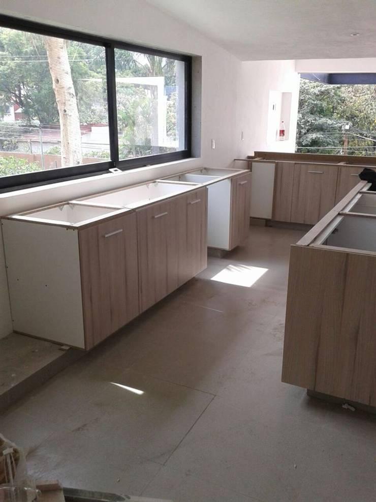 Remodelación de casa en Cuernavaca, Morelos: Cocinas de estilo  por HO arquitectura de interiores