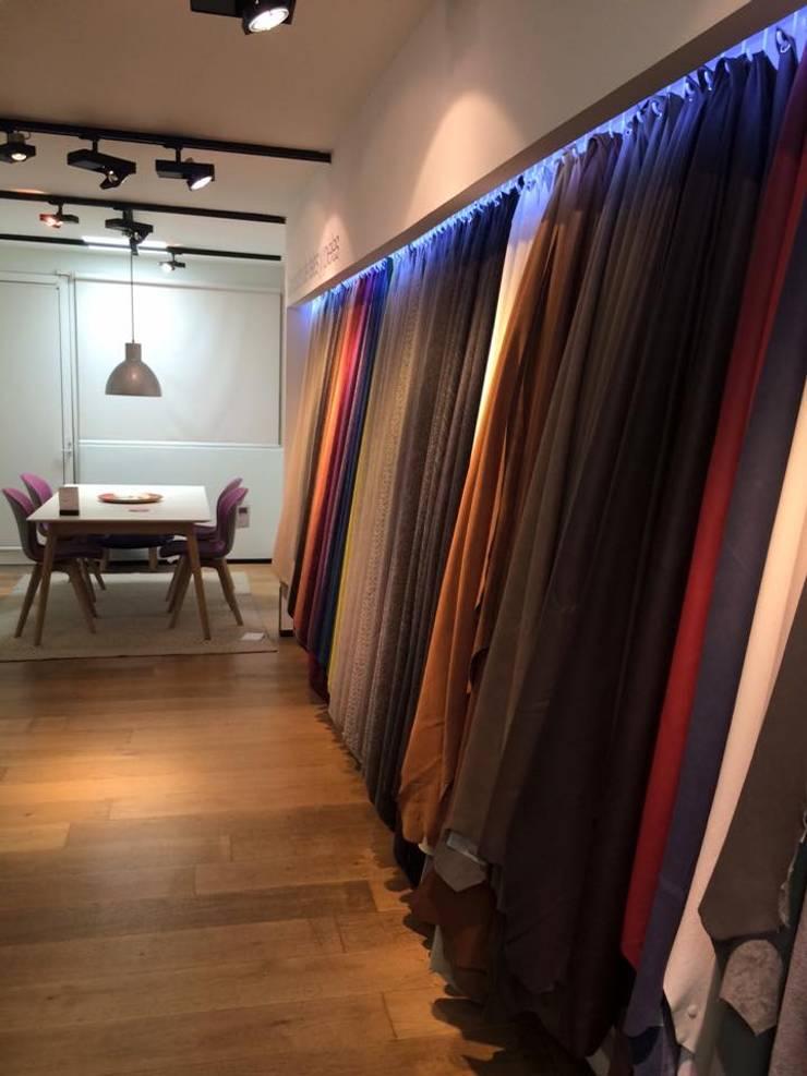 Textiles: Salas de estilo  por HO arquitectura de interiores