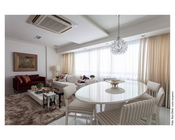 Sofisticação: Salas de estar  por Cristiane Pepe Arquitetura