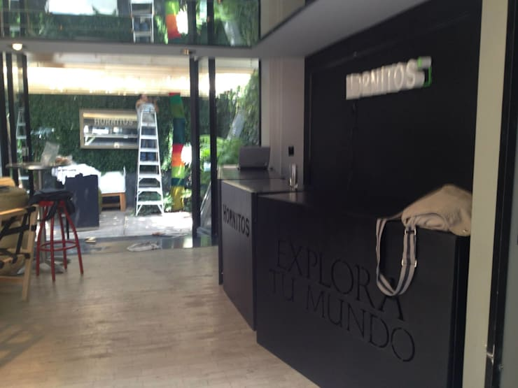 Instalación para marca Hornitos: Bares y discotecas de estilo  por HO arquitectura de interiores