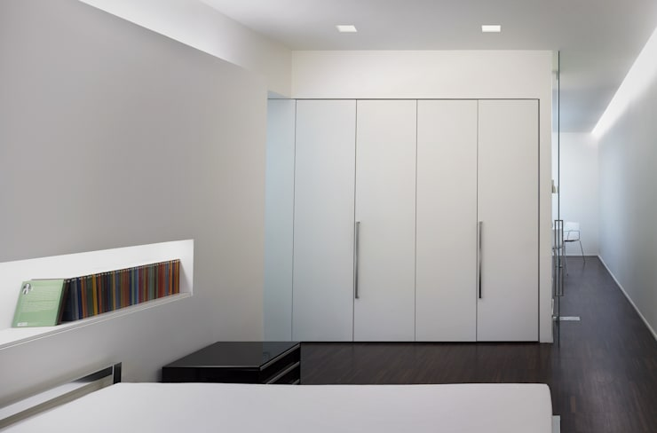 Residenza Privata - Camera da letto: Camera da letto in stile in stile Minimalista di Reggiani SPA Illuminazione