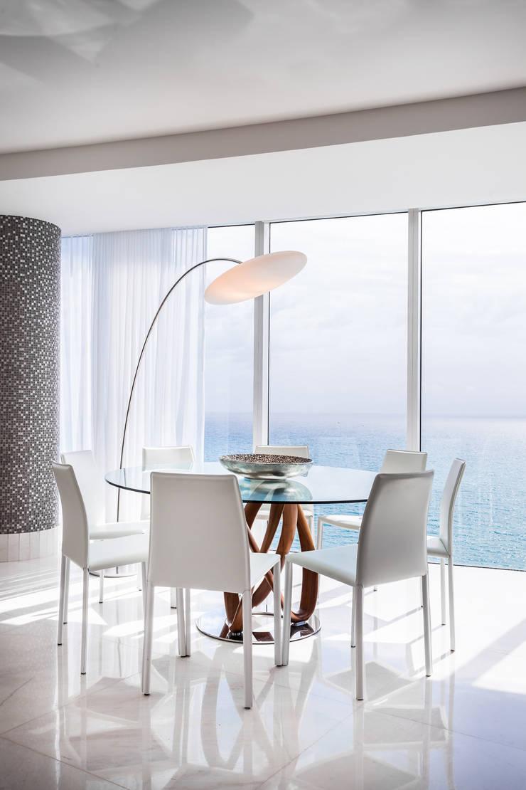 Sala de jantar: Salas de jantar modernas por Regina Claudia p. Galletti