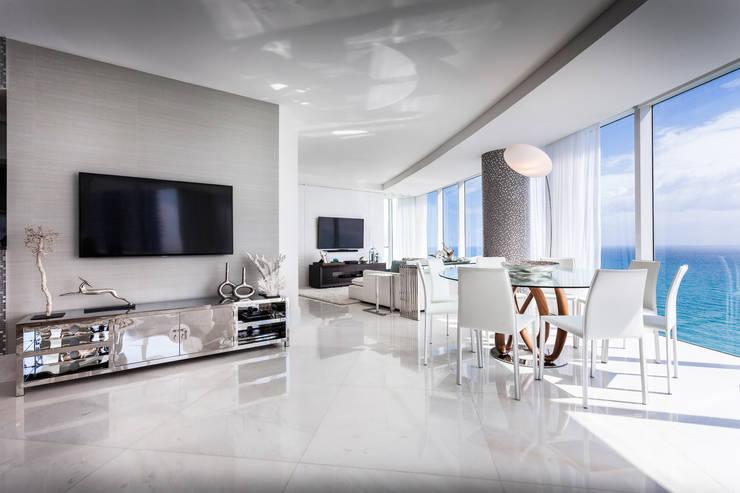Salas integradas: Salas de estar modernas por Regina Claudia p. Galletti