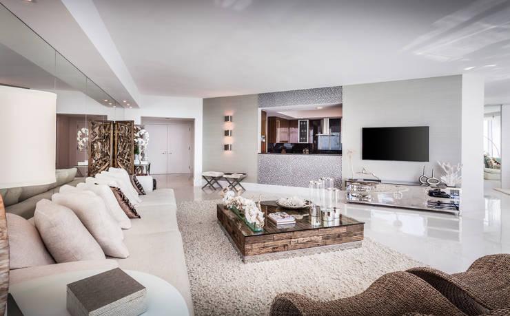 Sala integrada: Salas de estar modernas por Regina Claudia p. Galletti