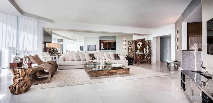 Apartamento Trump Hollywood: Salas de estar modernas por Regina Claudia p. Galletti