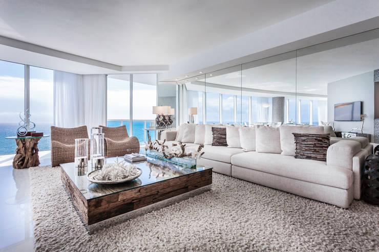 Sala de estar: Salas de estar modernas por Regina Claudia p. Galletti