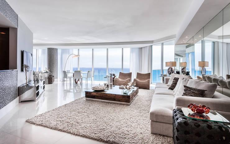 Sala de estar/Jantar: Salas de estar modernas por Regina Claudia p. Galletti
