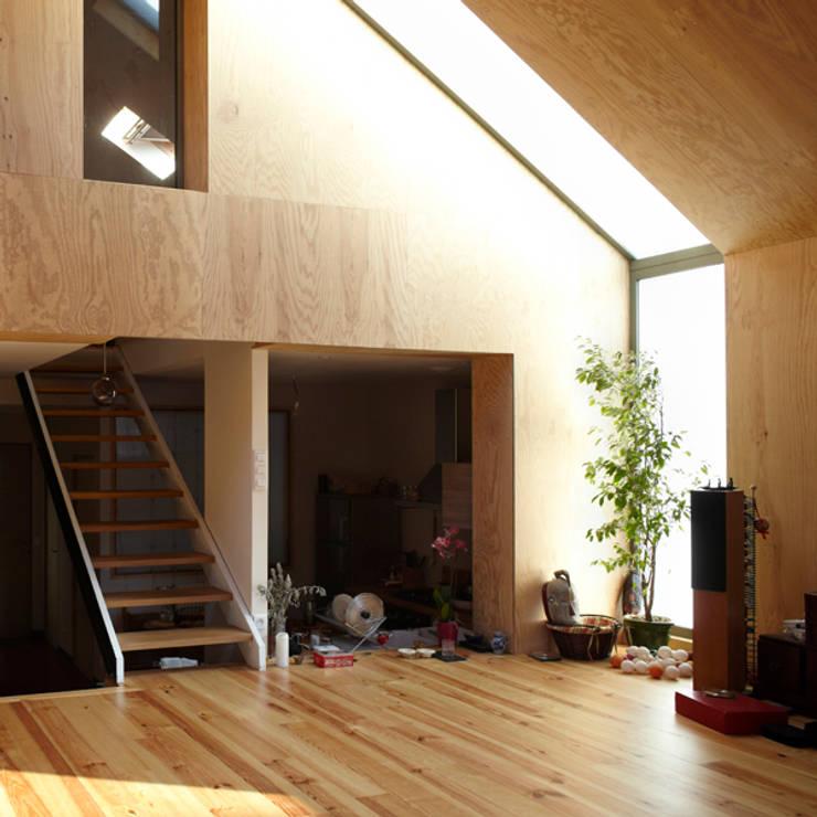 J'habite à Drancy, extension d'une maison : Salon de style  par Atelier d'Architectures Fabien Gantois