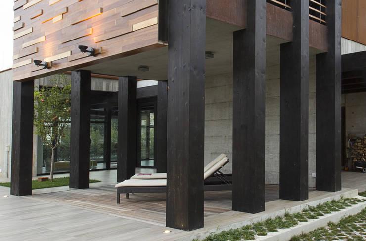 Residenza Privata - Esterno: Giardino in stile  di Reggiani SPA Illuminazione