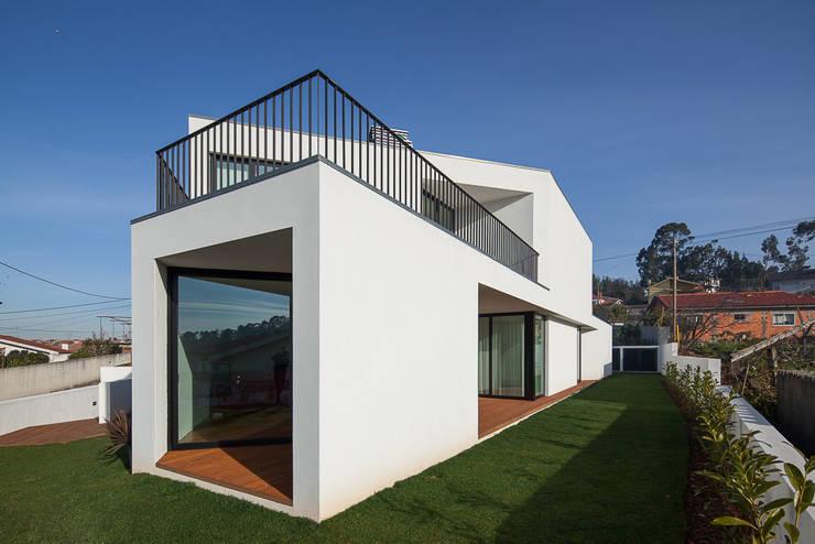 a: Casas  por PEDROHENRIQUE|ARQUITETO
