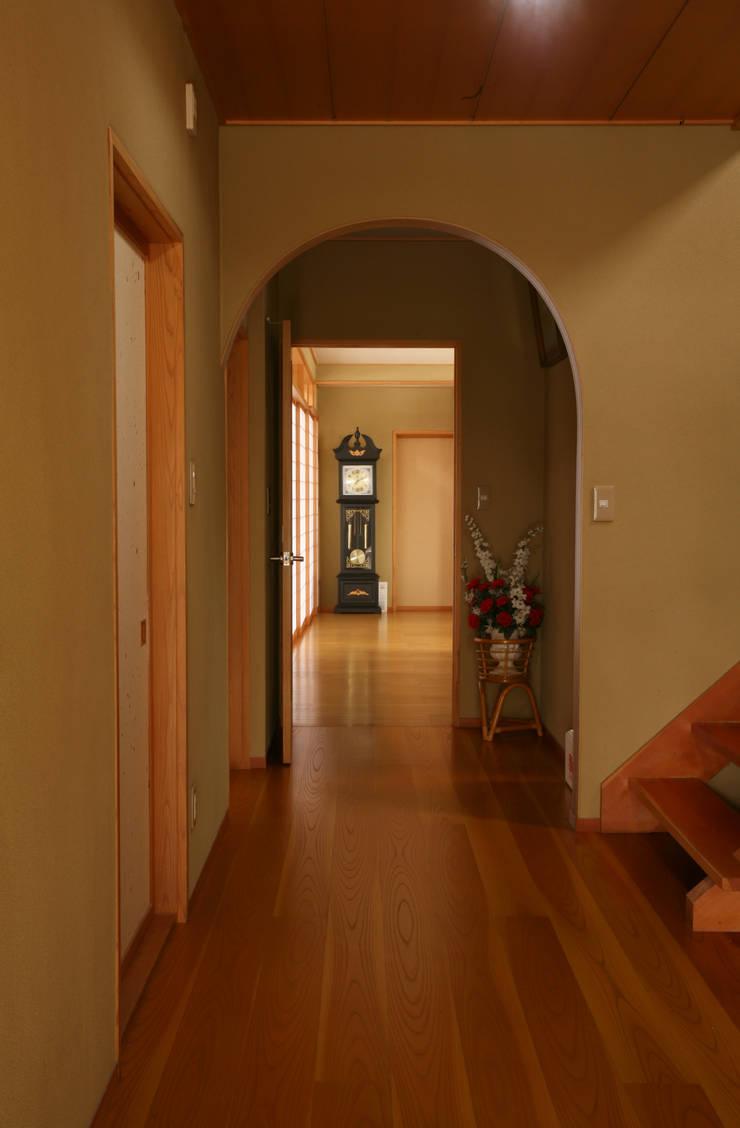 玄関 ホール: 吉田設計+アトリエアジュールが手掛けた廊下 & 玄関です。,