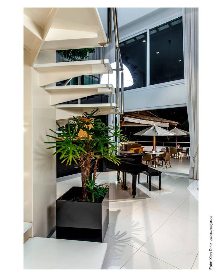 Área externa integrada com o Living: Salas de estar  por Cristiane Pepe Arquitetura