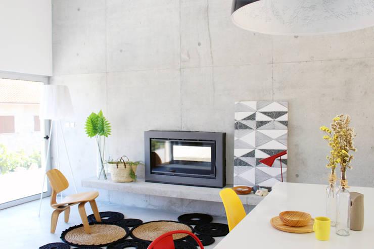 Living room by Artspazios, arquitectos e designers