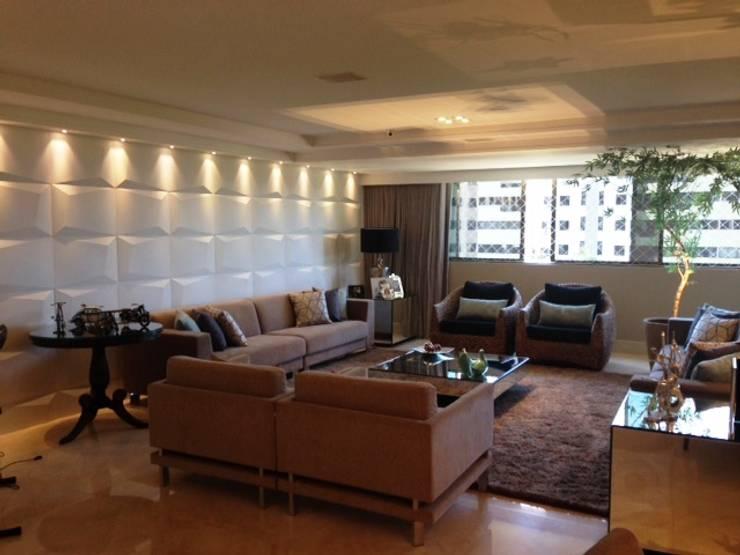 SALA DE ESTAR E JANTAR: Salas de estar  por Débora de Oliveira Brayner - Arquitetura e Iluminação