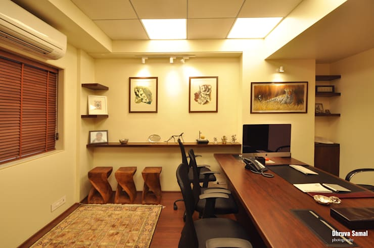Office at Marine Drive:  Offices & stores by Dhruva Samal & Associates