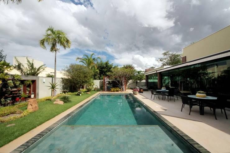 Jardim integrado ao Gourmet: Jardins  por RABAIOLI I FREITAS