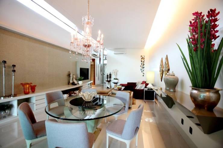 Efeito da luz no Living: Salas de jantar  por RABAIOLI I FREITAS