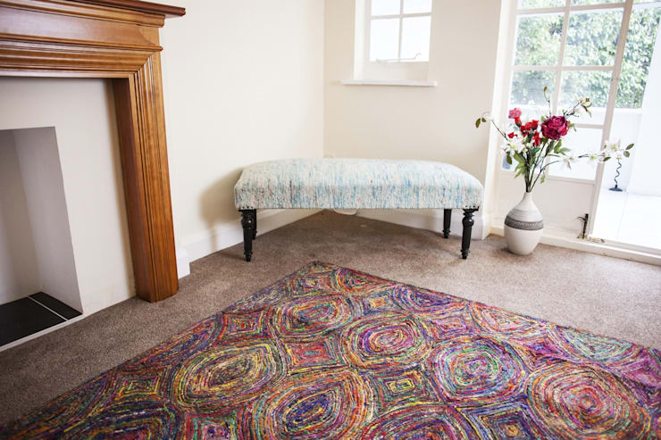 RECYCLED SARI SILK TRIBAL RED RUG:  Multimedia room by Green Decore