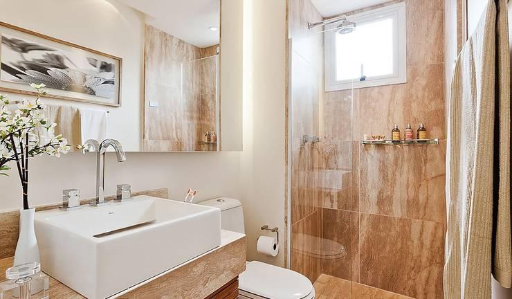 Lapa | Decorados: Banheiros modernos por SESSO & DALANEZI