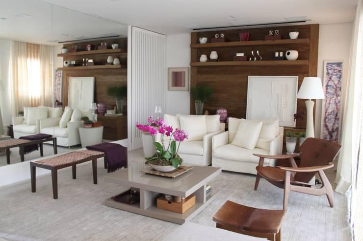 Living Apartamento São Paulo : Salas de estar  por Vaiano e Rossetto Arquitetura e Interiores