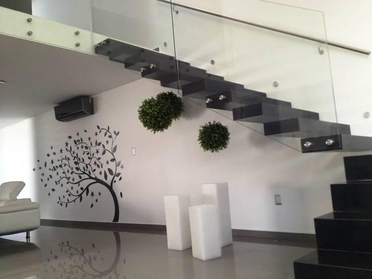 Corredores e halls de entrada  por SANTIAGO PARDO ARQUITECTO