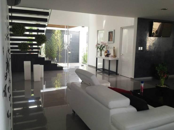 Salas de estar  por SANTIAGO PARDO ARQUITECTO