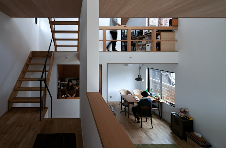 モグラハウス: 藤森大作建築設計事務所が手掛けたダイニングです。