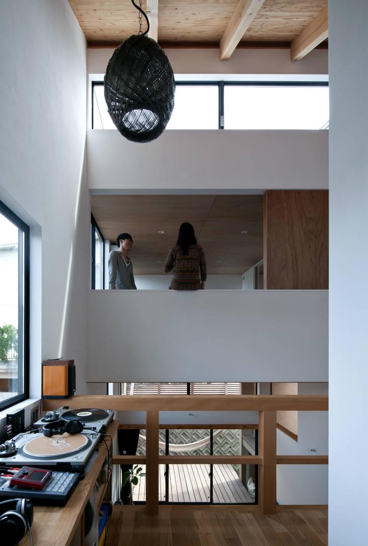 モグラハウス: 藤森大作建築設計事務所が手掛けた和室です。