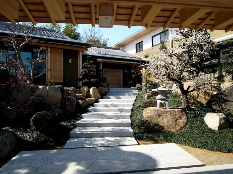 高台の住居: 森田昌司建築空間設計が手掛けた庭です。