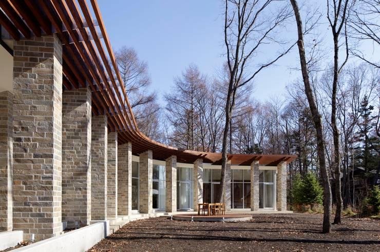 外観 | 軽井沢の別荘建築 | 弧線上のVILLA: Mアーキテクツ|高級邸宅 豪邸 注文住宅 別荘建築 LUXURY HOUSES | M-architectsが手掛けた家です。