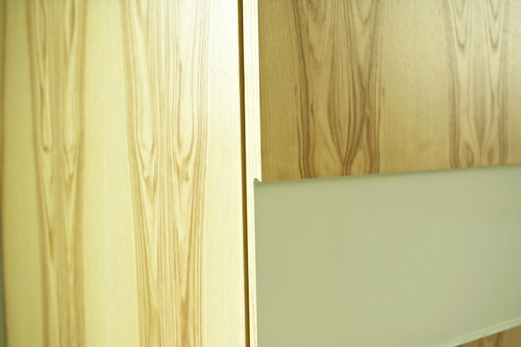 Шкаф в гардеробную: Гардеробная в . Автор – Мебельная мастерская Александра Воробьева,