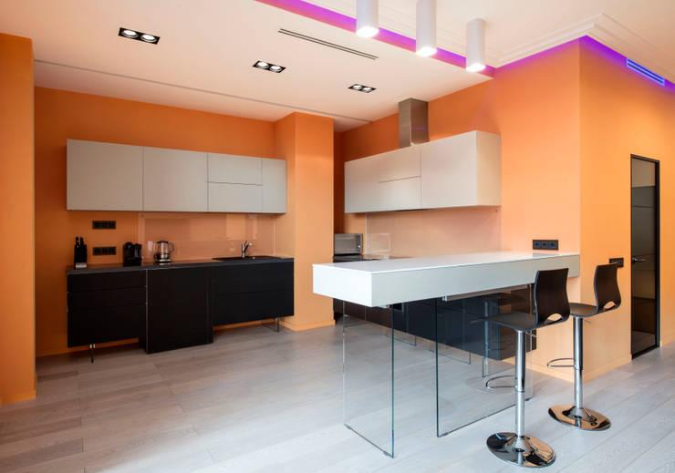 Клубный дом: Кухни в . Автор – Sky Gallery