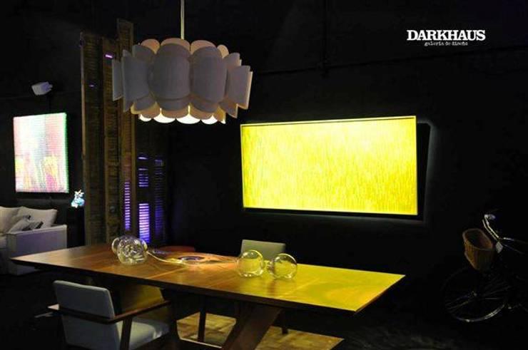 Recorriendo Darkhaus, galería de diseño de DARKHAUS Moderno