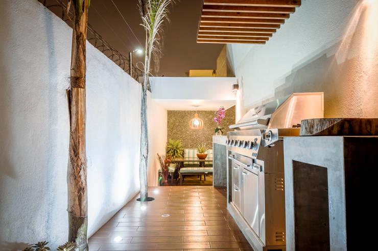 ห้องโถงทางเดินและบันไดสมัยใหม่ โดย SZTUKA Laboratorio Creativo de Arquitectura โมเดิร์น