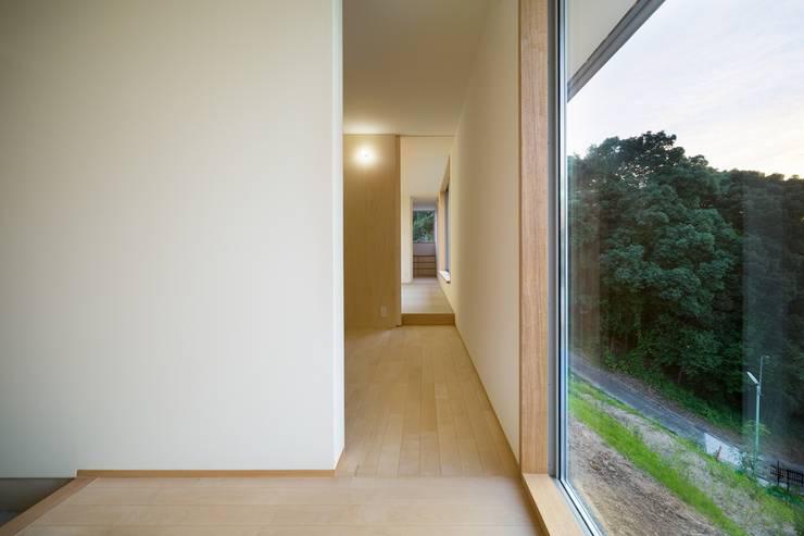 Hành lang by 市原忍建築設計事務所 / Shinobu Ichihara Architects
