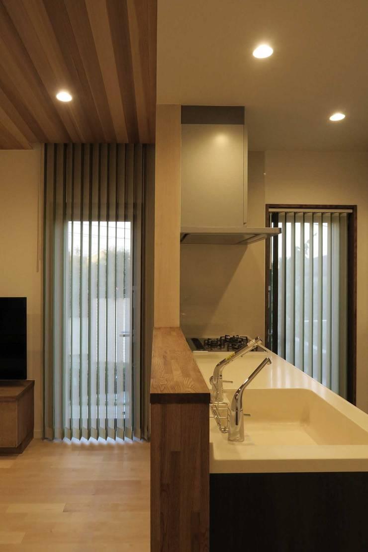 美しが丘西の家: (有)伊藤道代建築設計事務所が手掛けたキッチンです。