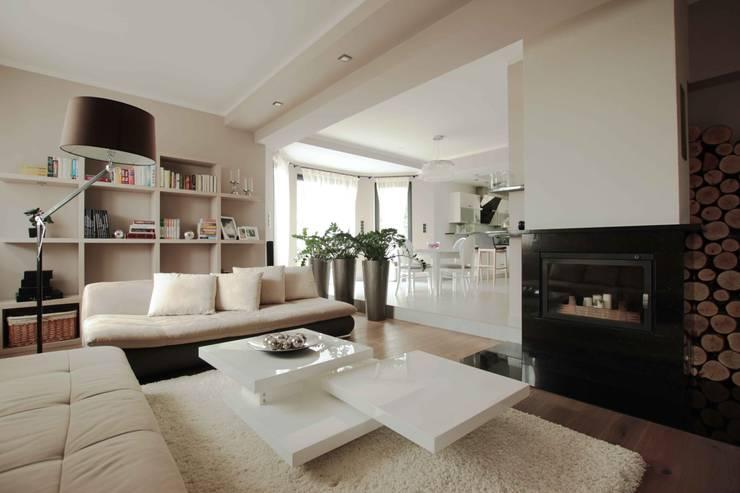 Dom: styl , w kategorii Salon zaprojektowany przez FAJNY PROJEKT